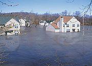 Handlowcy i producenci pomagają powodzianom