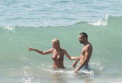 """""""Hoży doktorzy"""": Tara Reid w bikini z dumą prezentuje przeraźliwie chude ciało"""