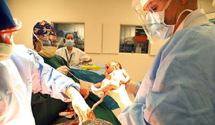 Poród przez cesarskie cięcie znów został skrytykowany.