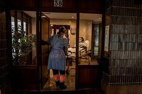 Zmarł medyk zakażony koronawirusem po raz drugi. Jak przebiegają powtórne infekcje?
