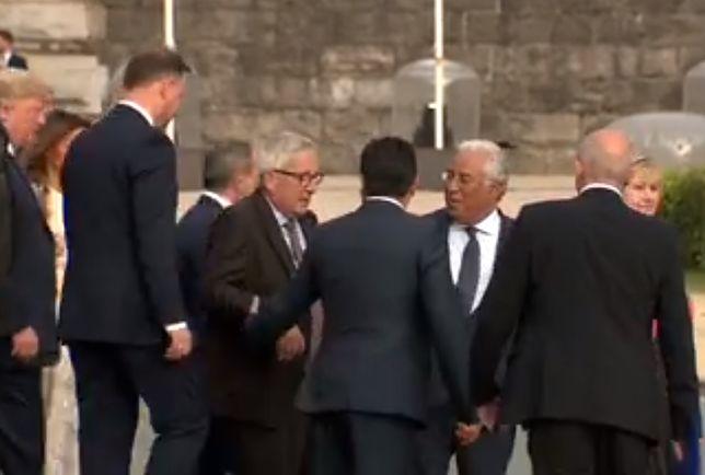 Jean-Claude Juncker miał problemy z równowagą