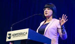 Kaja Godek, aktywistka pro-life przemawiająca na wiecu wyborczym Konfederacji.