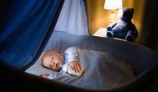 Dzieciom szkodzi nie tylko blask ekranów telefonów i tabletów, ale też pozostawienie światła na noc