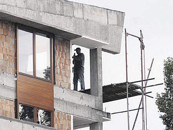 Nowo wybudowane mieszkania sypią się tak jak stare