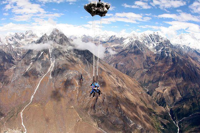 Skydiving nad Himalajami