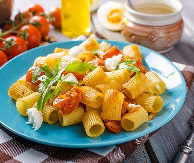 Kolory w kuchni wpływają na nasz apetyt. Sprawdź, jakie barwy wybierać