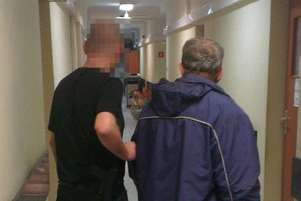 Włamywacz tego się nie spodziewał - zjechał po kablu prosto w ręce policji!