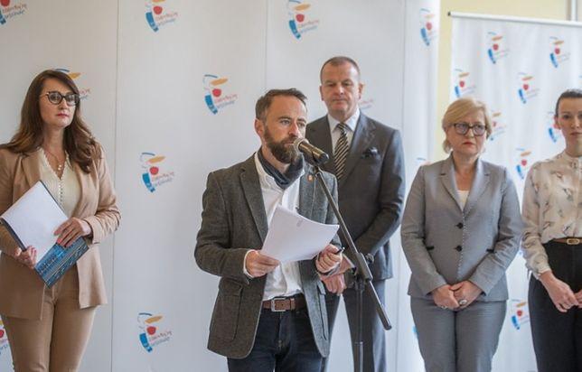 Warszawa. Briefing prasowy wiceprezydentów Warszawy.