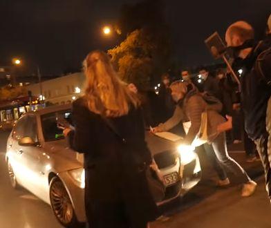 Oficer ABW wjechał w tłum protestujących. Śledztwo zostało umorzone