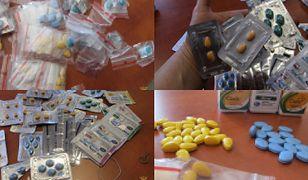 Sprzedawali nielegalne leki na potencję i tabletki wczesnoporonne
