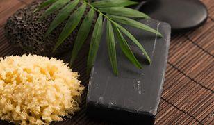 Czarne mydło to doskonały kosmetyk dla osób z wrażliwą skórą