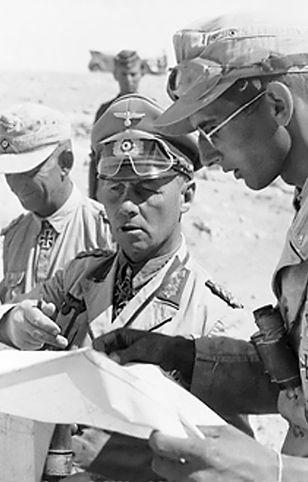 Erwin Rommel dowodził Afrika Korps – niemieckim korpusem ekspedycyjnym w Afryce.