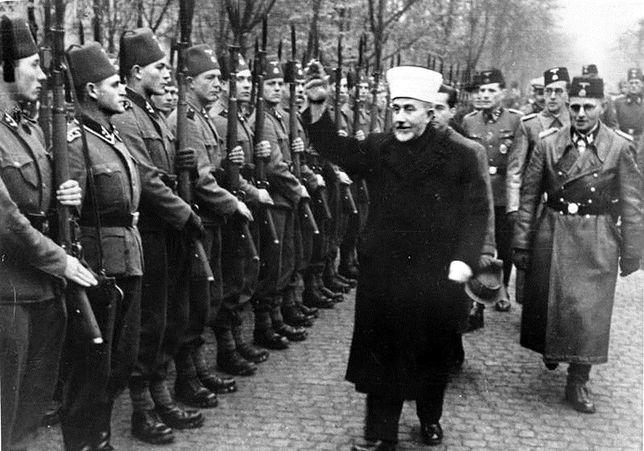 Amin al-Husajni z bośniackimi ochotnikami Waffen-SS, listopad 1943 r.