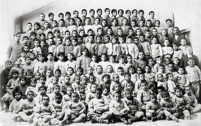 Ormiańskie sieroty w Anatolia College, rok 1918