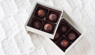 Smakowite praliny w kartoniku mogą stać się słodkim zaproszeniem lub wizytówką