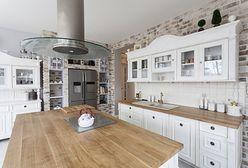 Drewno w kuchni i łazience. Jak zadbać o blat, by służył latami?