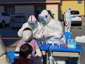 Pierwszy przypadek zakażenia wariantem Delta plus koronawirusa u dziecka. Jakie są objawy?