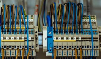 Praca dla elektryka w Kielcach – gdzie szukać i ile można zarobić?