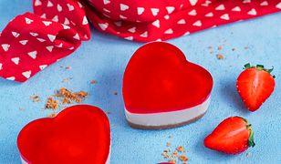 Serniczkowe serca na kruchym spodzie z galaretką truskawkową