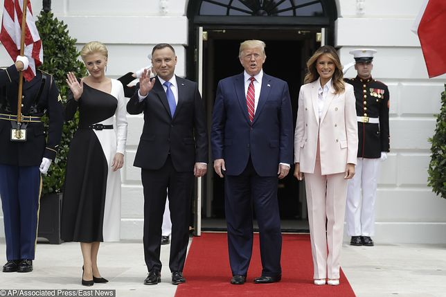 Agata Duda i Melania Trump. Jedna w sukience, druga w kostiumie