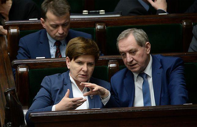 Sprawa koperty córki leśnika jest poważna? Premier Beata Szydło: to wypadek przy pracy