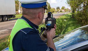 Nadgorliwy policjant jest postrachem Wąbrzeźna. Spotkała go zemsta kierowcy