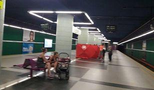 Tragiczna śmierć w warszawskim metrze. Trwają działania policji