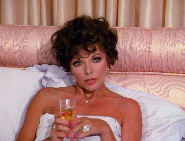 """Syn Joan Collins zdradza nowe fakty z jej życia. """"Show-biznes zrujnował jej życie"""