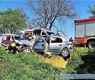 Wrocław. Policjanci na prywatnych motocyklach pomogli ofiarom wypadku. Jechali na służbę