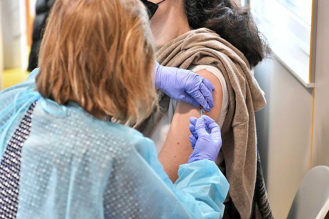 Koronawirus. Rektor Uniwersytetu Medycznego apeluje do studentów. Chodzi o szczepienia