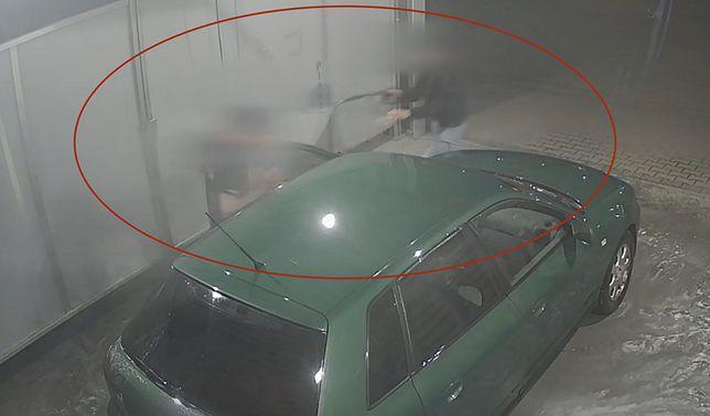 Atak złodziei na myjni. Natychmiastowa reakcja kobiety