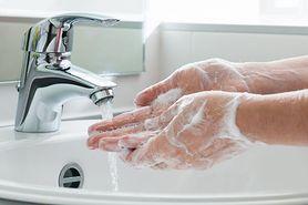Mydło zwykłe czy antybakteryjne? Sprawdzamy, czym najlepiej myć ręce