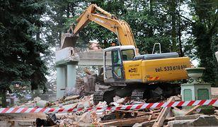 Jeden z najokazalszych pomników Armii Czerwonej w Polsce legł w gruzach
