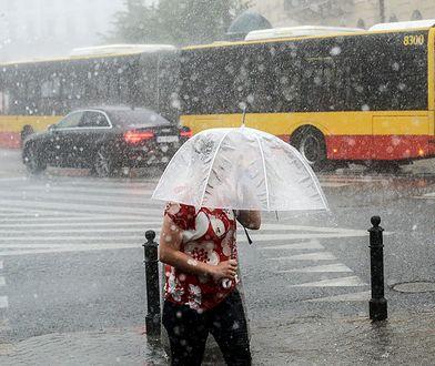 Ulewny deszcz zaskoczył mieszkańców miasta.