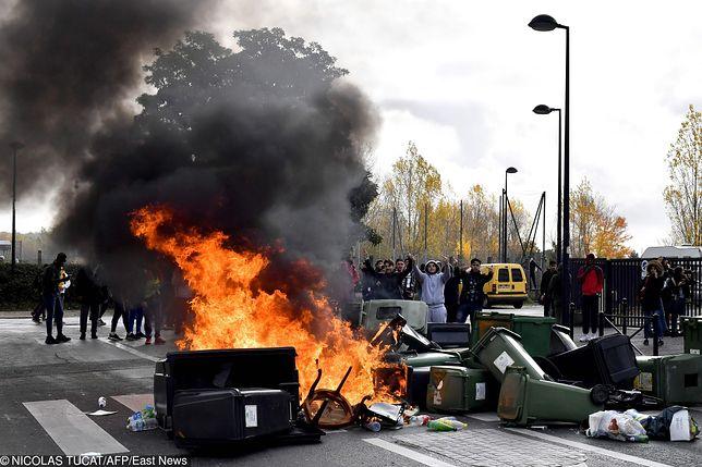 """Ruch """"żółtych kamizelek"""" ponownie protestuje"""