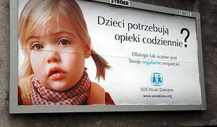 SOS Wioski Dziecięce kontra pracownicy. Po jednej ze stron stoi Pawłowicz