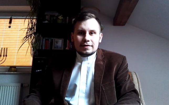 Ks. Łukasz Kachnowicz suspendowany. Wspierał ruch LGBT i wyznał, że jest gejem