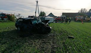 Łuszkowo. Wypadek na DW 432. Nie żyje kobieta, 6 osób rannych. Interweniował LPR