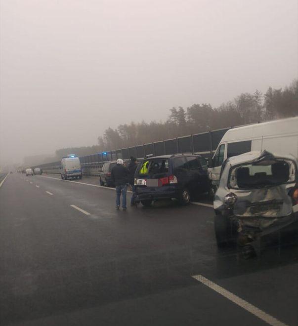 Karambol pod Olsztynem. Wzięło w nim udział 18 aut