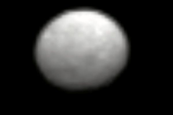 Sonda Dawn dolatuje do karłowatej planety Ceres