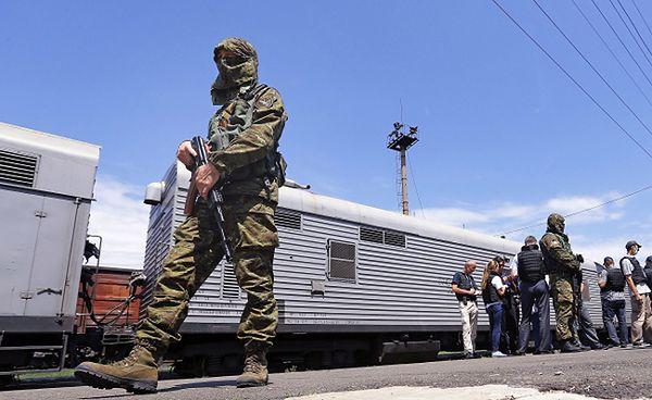 Pilnowany przez separatystów pociąg-chłodnia ze zwłokami ofiar katastrofy