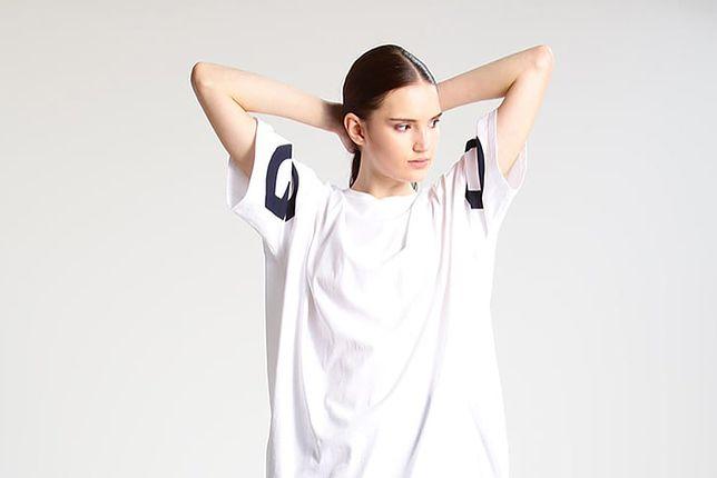 Biały T-shirt – podstawowy element każdej stylizacji