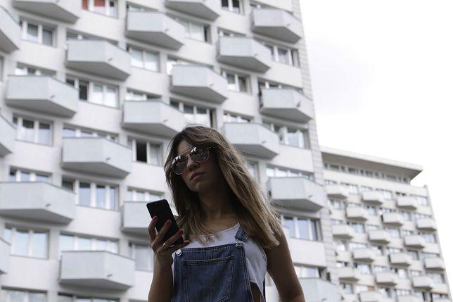 Poszłam na spacer z projektantem aplikacji oprowadzającej po Warszawie czasów PRL-u
