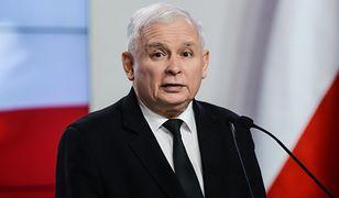 Jarosław Kaczyński deklaruje niechęć do antysemityzmu, ale toleruje go w swoich szeregach.