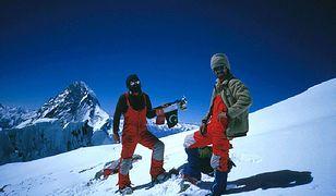 Lata 70. i 80. były złotą erą polskiego himalaizmu. Na zdj. Walenty Fiut (z prawej) z Januszem Majerem na szczycie Broad Peak w lipcu 1984 r.