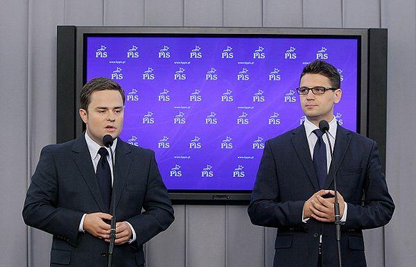 Posłowie PiS Adam Hofman i Mariusz Antoni Kamiński