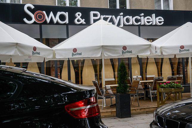 """Jak zniszczyć """"Gazetę Polską""""? Ksiądz Sowa nagrany w restauracji """"Sowa i Przyjaciele"""""""