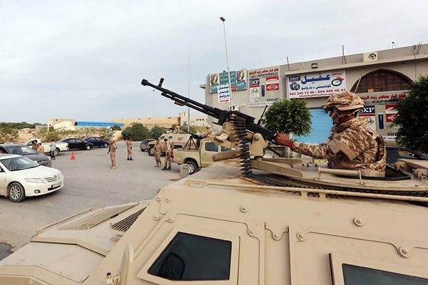 Libijscy żołnierze na ulicach Trypolisu