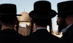 Ortodoksyjni Żydzi dyskryminują kobiety? Seniorka pozywa linie lotnicze