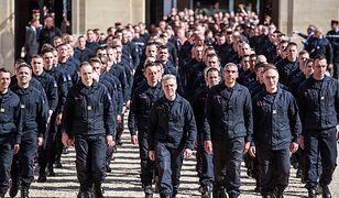 Strażacy, którzy uratowali Notre Dame, przed spotkaniem z prezydentem Macronem